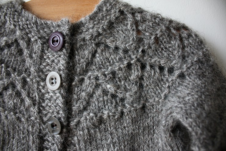 black-isle-yarns-dk-gotland-in-light-grey