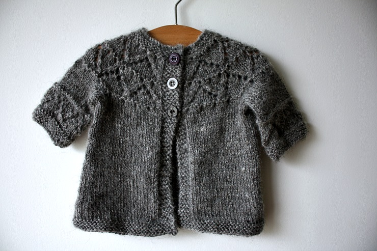grannys-favourite-cardigan-in-black-isle-yarns-gotland-dk
